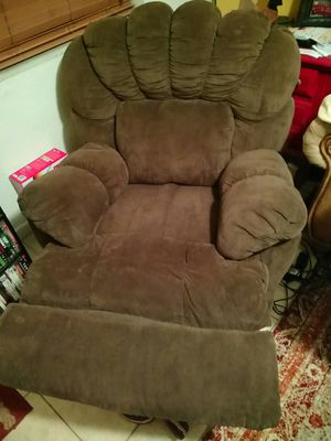 Recliner Lazy Brown 🐻 for Sale in West Palm Beach, FL