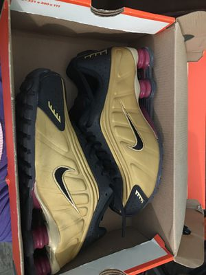 Nike Shox Gold* for Sale in Brooklyn, NY