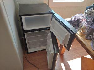 Mini fridge for Sale in WDM, IA