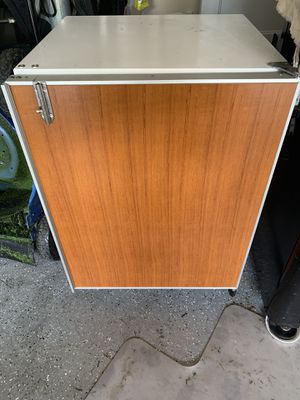 """Sub Zero 200 Series, Model 249FF(I) 24"""" Under counter Freezer W/ Icemaker for Sale in Federal Way, WA"""