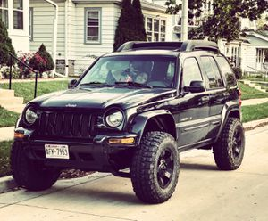 """Jeep liberty lifted 3,5"""" for Sale in Milwaukee, WI"""