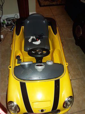 Vendo hermoso carro de niño con cargador y batería jala muy bien for Sale in Houston, TX