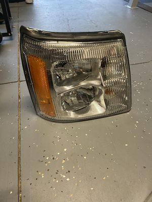 2004 Cadillac Escalade - Headlight - Passenger Side, HID/Xenon, With Bulb(s), With High Beam and Corner/Park Light Bulb for Sale in Ocoee, FL