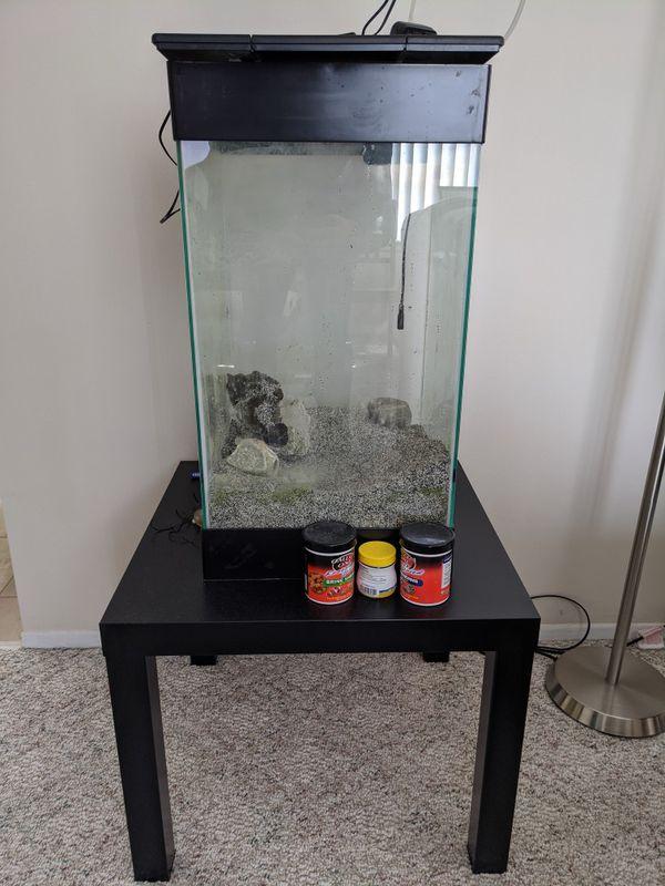 Approx. 10 gallon aquarium