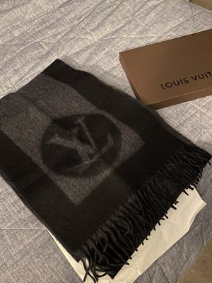 Louis Vuitton men's scarf for Sale in Oxnard, CA