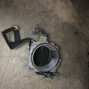 1999 Throttle Body Of 5.7 Engine for Sale in Madera, CA
