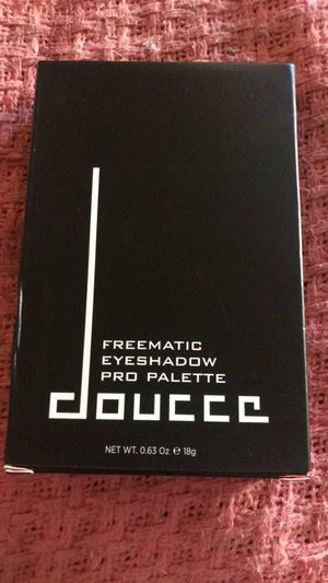 Doucce Eyeshadow pro palatte for Sale in Woodbridge, VA