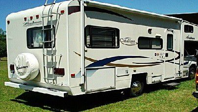 Sleeper Beautiful 2003 Coachmen Catalina 210CB for Sale in Wayland,  MA