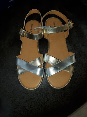 Tucker tate sandals size 5 for Sale in Bell Gardens, CA