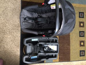 Graco car seat and base for Sale in Colorado Springs, CO
