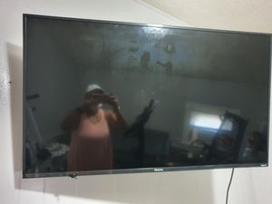 Henzio Tv smart tv with 2 remotes barely used 50 inches for Sale in Pawtucket, RI