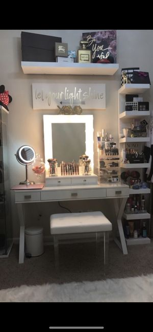 Impressions vanity make up table for Sale in Fresno, CA