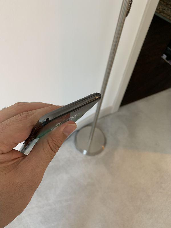 iPhone X 64 GB unlocked