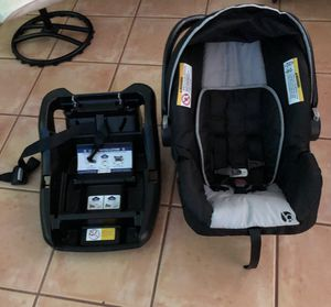Car seat and Graco baby swing for Sale in Fort Lauderdale, FL