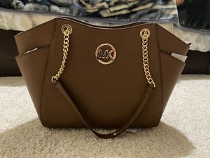 MICHAEL KORS JET SET TRAVEL for Sale in Chicago, IL