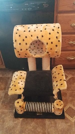 Cat tree for Sale in Columbus, OH