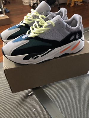 Adidas YEEZY 700 wave runner size 9 for Sale in Queens, NY