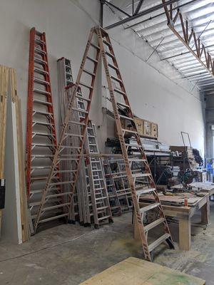 """Werner Fiberglass Ladder 16"""" 18"""" for Sale in North Las Vegas, NV"""