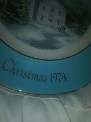 1974 collectors Christmas plate from Avon for Sale in Fort Wayne, IN
