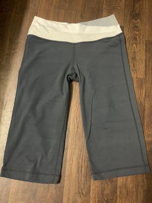 Lululemon Yoga Crop Leggings Pants Size 6 for Sale in Paramount, CA
