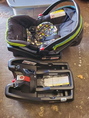 Graco Baby car seat for Sale in Chillicothe, IL