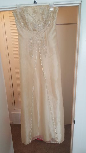MASQUERADE BRAND beautiful Goldend sheer prom dress size 9/10 Jr size for Sale in Peoria, IL