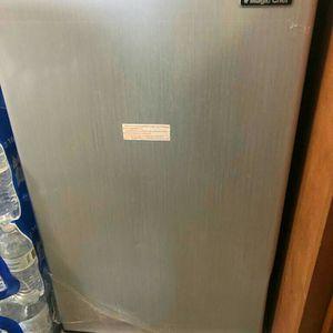 Magic Chef Refrigerator for Sale in Alexandria, VA