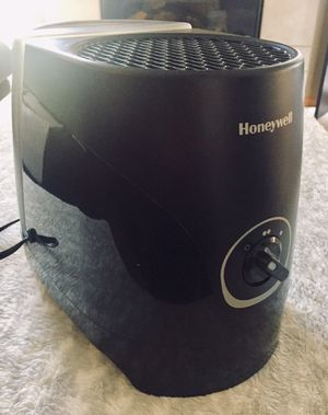 Honeywell cool mist humidifier for Sale in Kansas City, MO
