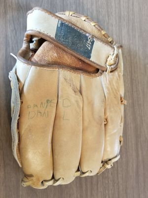 Vintage baseball glove for Sale in Montclair, CA