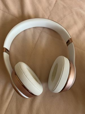 Beats solo wireless 3 rose gold headphones for Sale in Lehigh Acres, FL