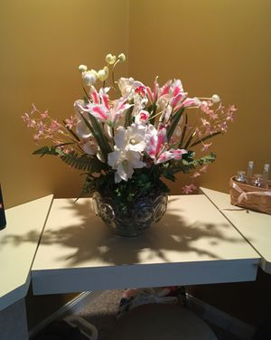 Beautiful Faux Flower With Decorative Vase for Sale in Philadelphia, PA