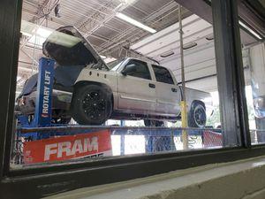 Vendo chevy silverado 2005 tiene rines 20 millas 250,000 for Sale in Kissimmee, FL