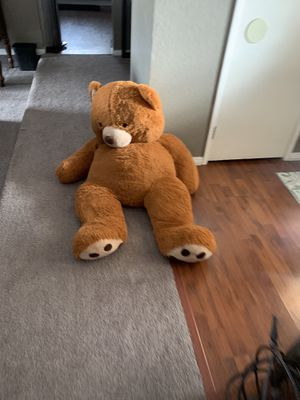 4 1/2 foot teddy bear for Sale in Victorville, CA