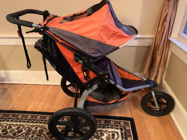 Bob SE stroller with swivel wheel
