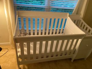 Baby crib/changing table for Sale in Atlanta, GA