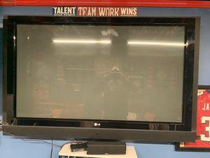 Free LG 70 inch needs repair for Sale in Ellenwood, GA
