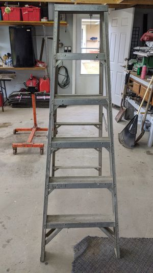 6 foot step ladder for Sale in Jeannette, PA