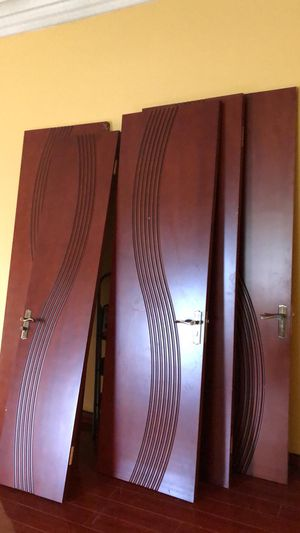 Brand new reading would 22 doors include the frame $20 each for Sale in Miami, FL