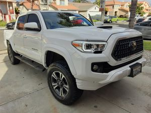 Toyota tacoma 2016 V6 TRD SPORT for Sale in Perris, CA