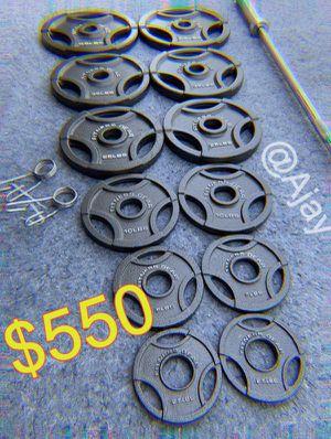 Olympic Weight Plates (2x45lbs, 2x35Lbs, 2x25Lbs, 2x10Lbs, 4x5Lbs, 2x2.5Lbs) + Olympic Barbell (7ft-45lbs) for Sale in Chino Hills, CA