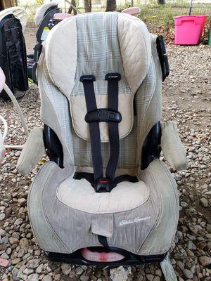 Car seat es reclinable en excelentes condiciones vivo en Dallas oakcliff for Sale in Dallas, TX