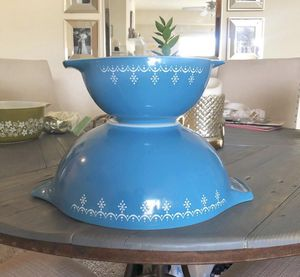Vintage Pyrex- Blue and White Snowflake Garland (444 4qt & 442 1 1/2qt) for Sale in Morrison, CO
