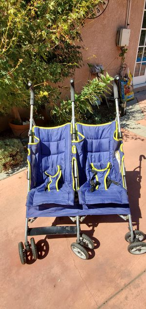 Double umbrella stroller for Sale in West Covina, CA