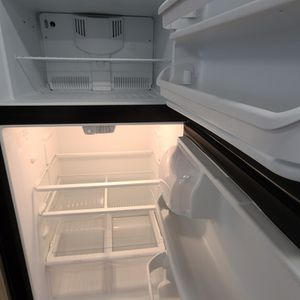 Ge Stainless Steel Top Freezer Refrigerator Used Good Condition With 90day's Warranty for Sale in Mount Rainier, MD