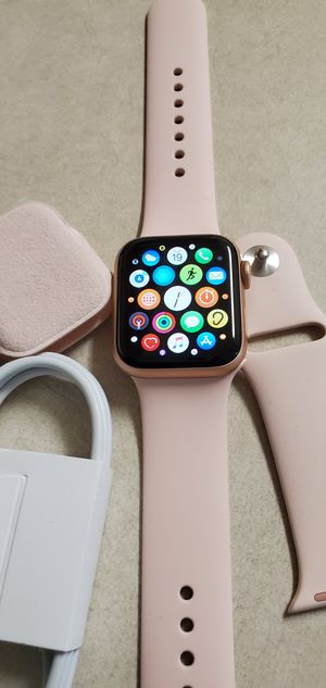 Brand New Apple Watch Series 5 40mm for Sale in Union City, CA