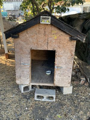 Big dog house FREE for Sale in Hollister, CA