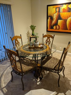 Dining room table, 4 chairs for Sale in West Palm Beach, FL