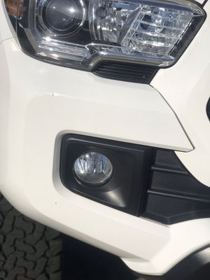 3rd gen Toyota Tacoma 2016 2017 2018 2019 2020 fog Lights with hid bulbs for Sale in Fullerton, CA