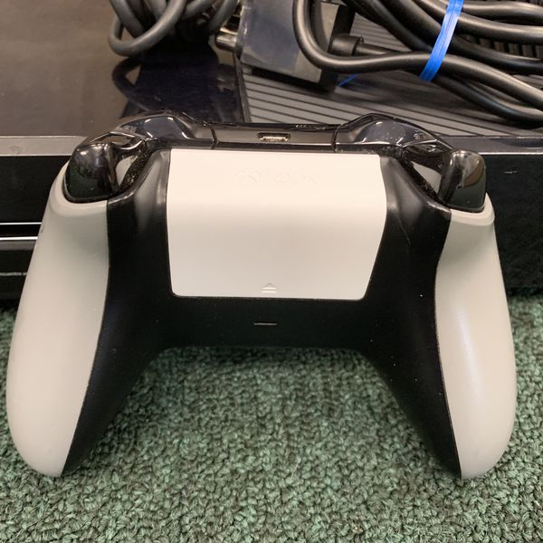 XBOX ONE console 500gb W/ Controller Microsoft