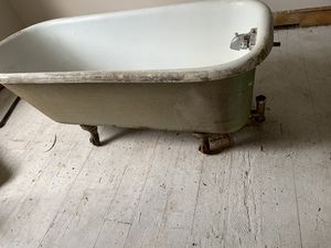 Old tub for Sale in Richmond, CA